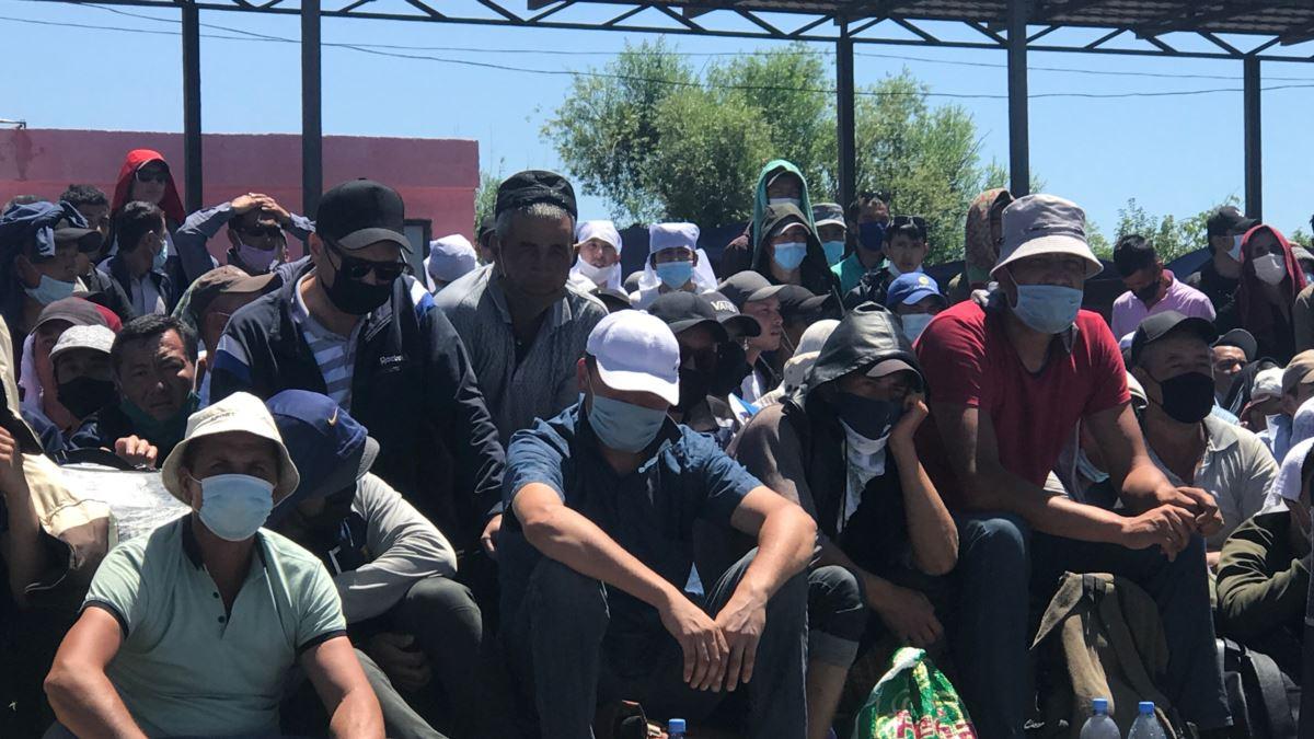 На границе России и Казахстана застряли тысячи жителей Узбекистана