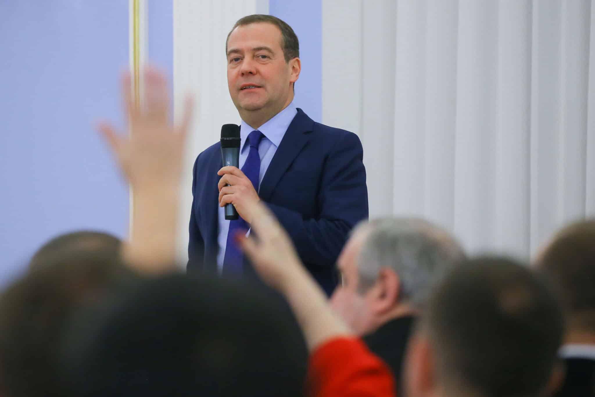 Экс-премьер Дмитрий Медведев уверен, переход на четырехдневную рабочую неделю не за горами