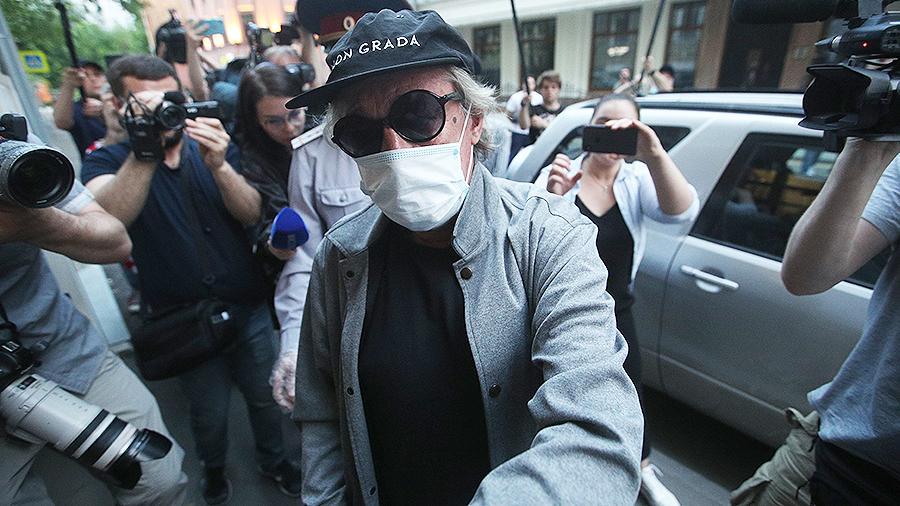 Суд над Ефремовым 29 июля не состоялся из-за отсутствия адвоката подсудимого