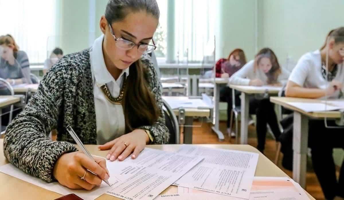 """Возможности пересдать экзамен в 2020 не будет, рассказали на """"Горячей линии ЕГЭ 2020"""""""