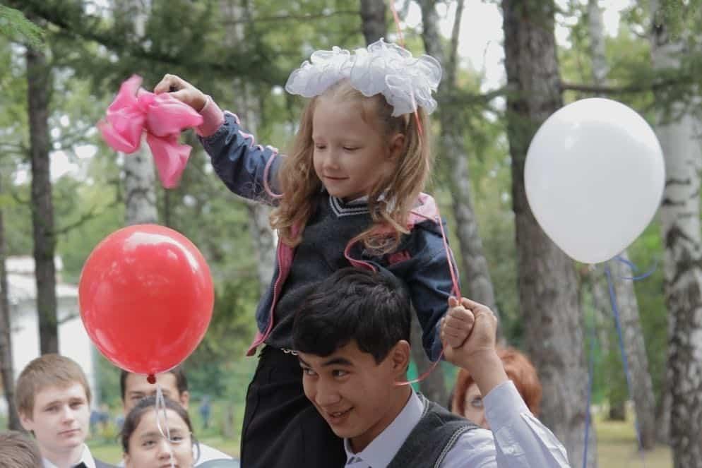 Об отмене школьных линеек 1 сентября рассказали в Минпросвещения