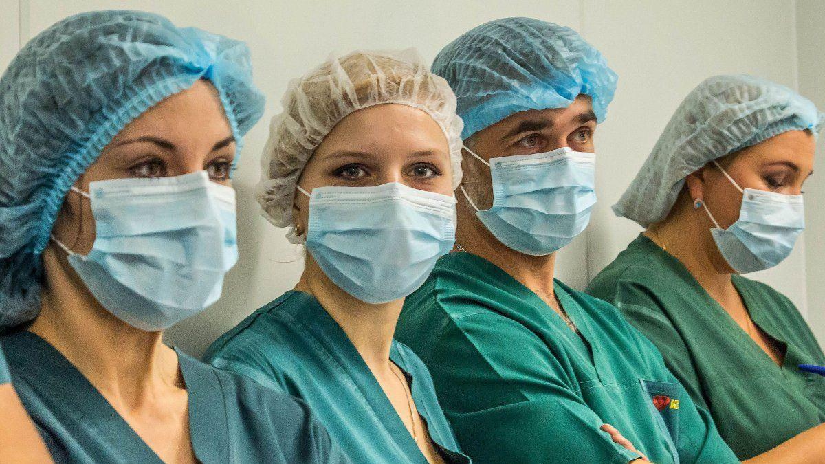 Доплаты врачей медучреждений за борьбу с пандемией будут пролонгированы на июль и август