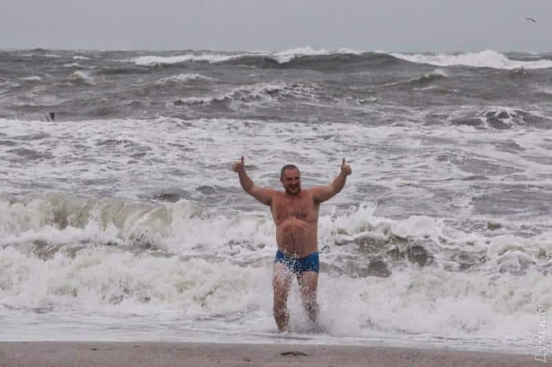 Сочинцев беспокоит загрязнение морской воды после урагана