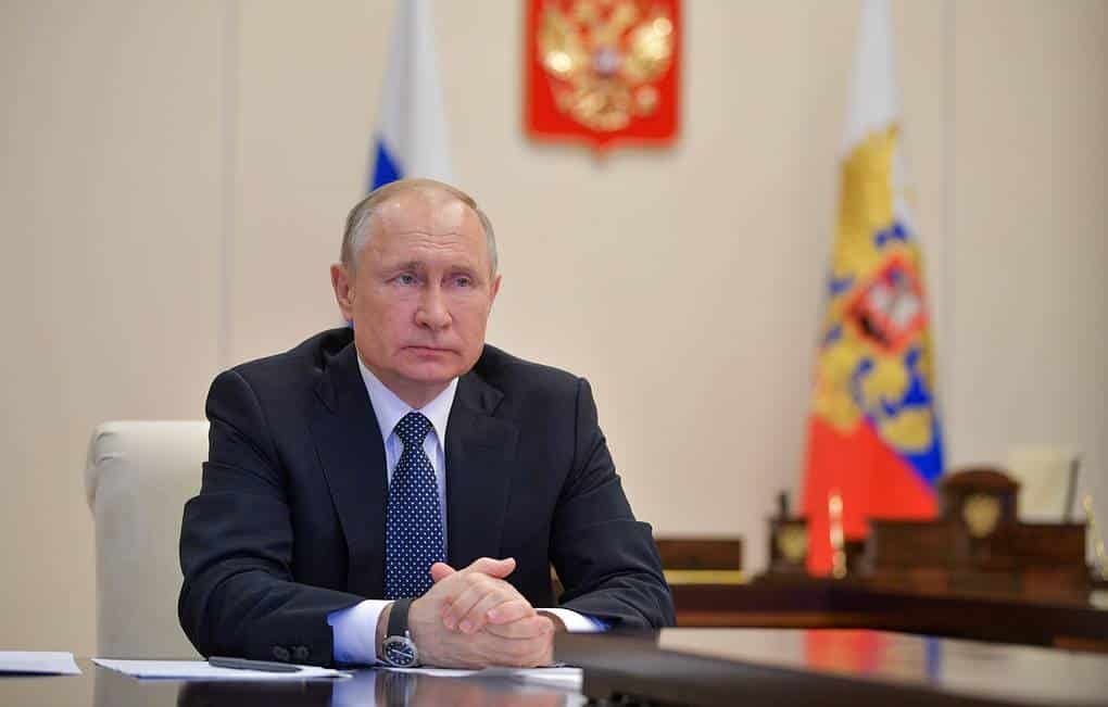Российские семьи ждут информации от Путина о пособиях в августе 2020