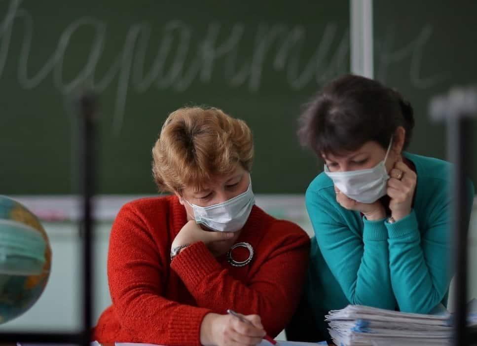 О возможных сценариях закрытия школ на карантин в новом учебном году рассказал врач-иммунолог