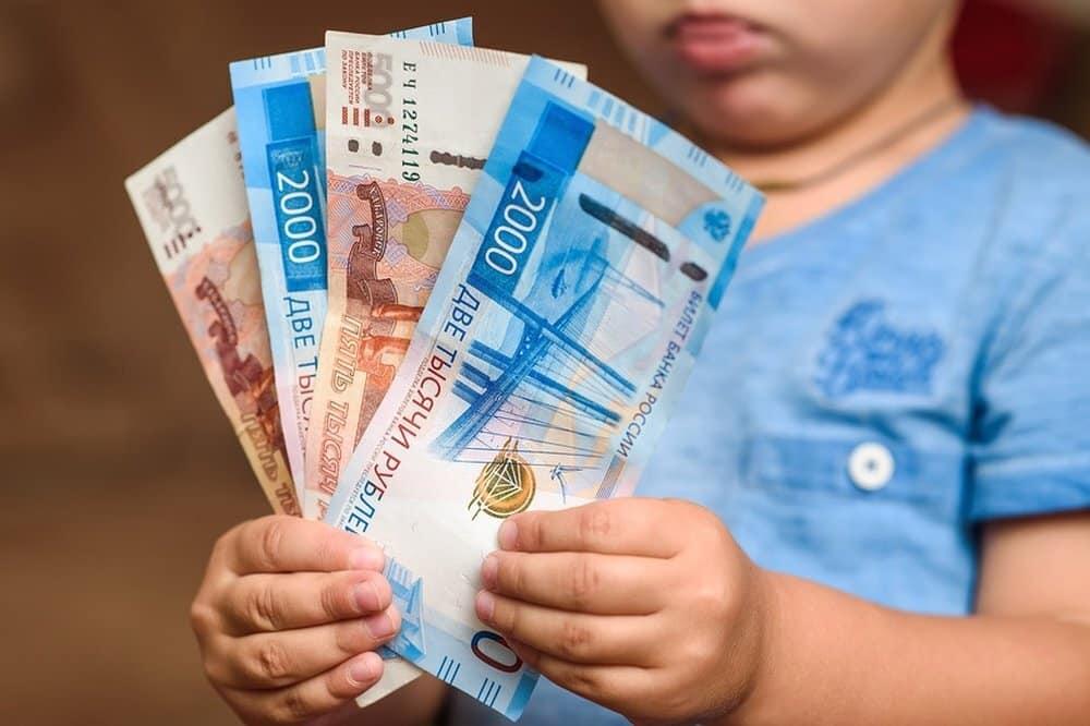 Россияне ждут от президента по 10 тысяч рублей на каждого ребенка до 16 лет в августе