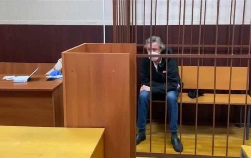 Михаил Ефремов считает себя не виновным в ДТП, заявил адвокат актера