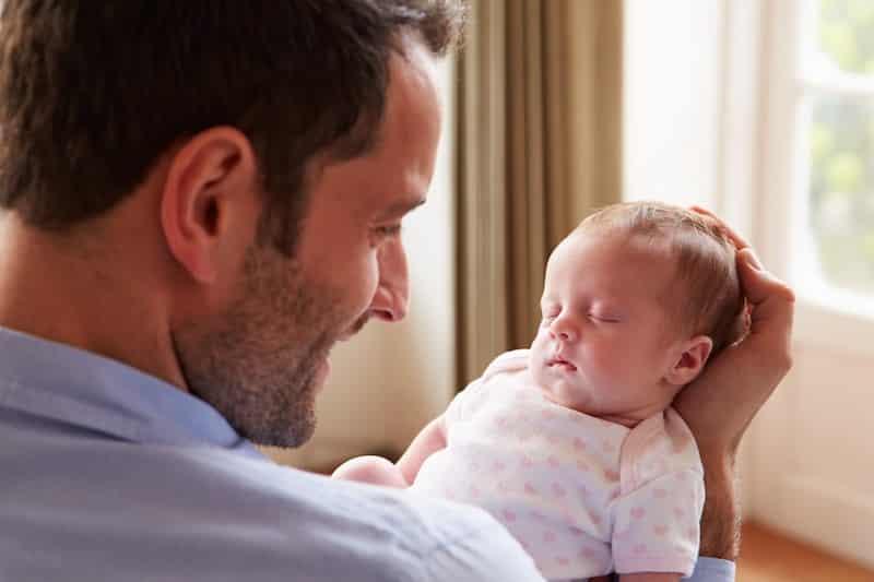 В России становится популярным декретный отпуск отцов
