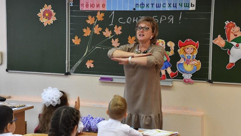 Школьный год начнется в первый день осени, рассказали в Минпросвещения
