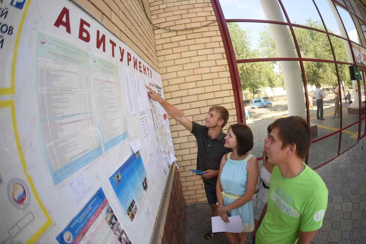 Учебный год в ВУЗах России начнется 1 сентября, рассказали в Минобразования