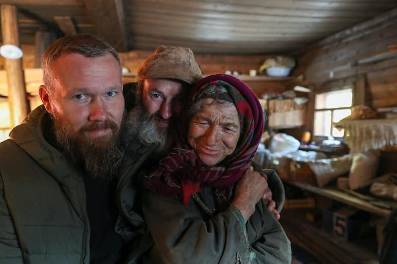 К отшельнице Агафье Лыковой приехал её дальний родственник