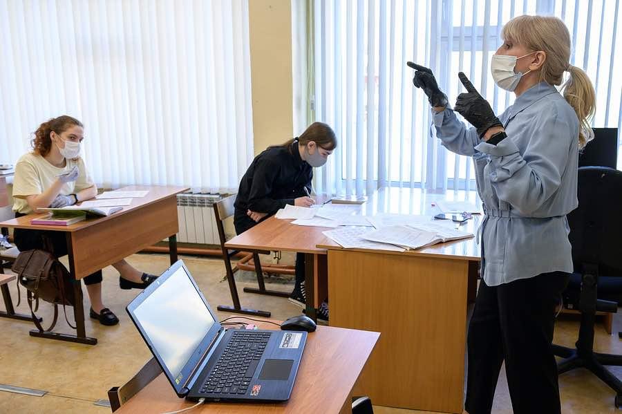 Решение о необходимости наличия маски на сдаче ЕГЭ остается за местными властями