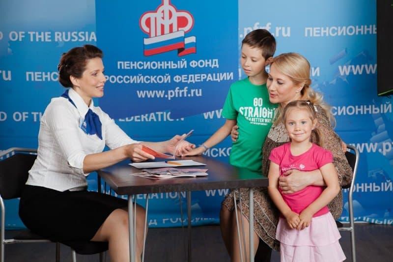 В Пенсионном фонде разъяснили кому положено пособие 35 тыс рублей на ребёнка