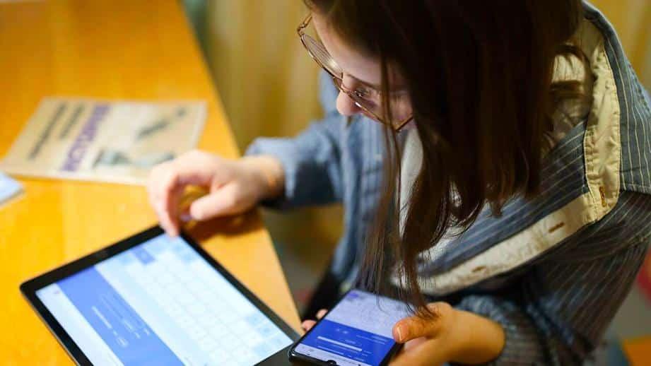 Споры о пользе дистанционного образования идут по всей России