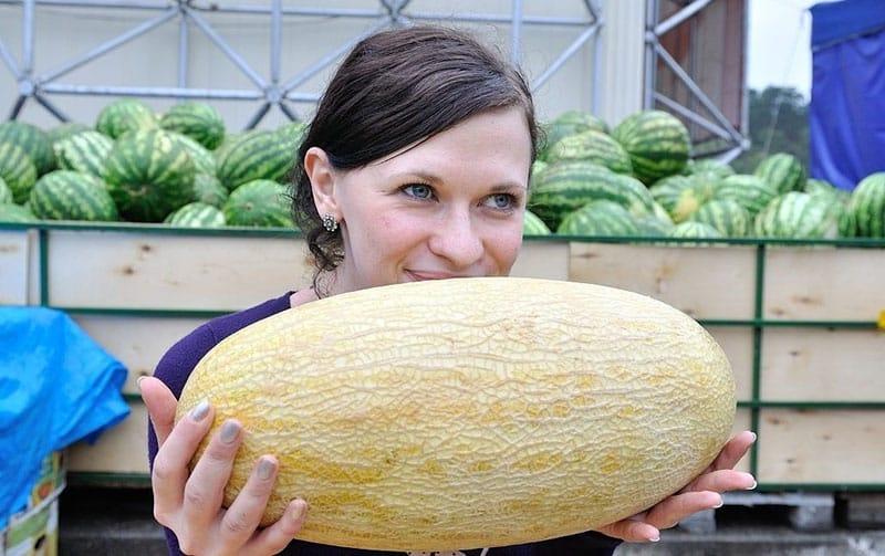 Специалисты напоминают, что покупать российские арбузы нужно не ранее августа