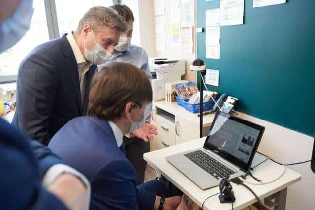 В правительстве пообещали выдавать компьютеры для дистанционного обучения нуждающимся