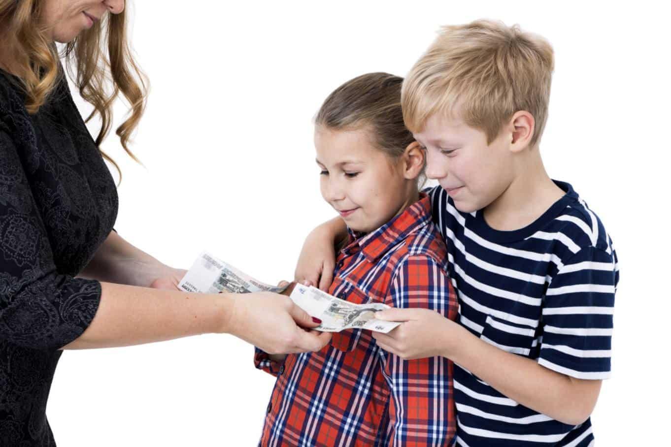 Августовские пособия на детей в 2020: кому на что рассчитывать