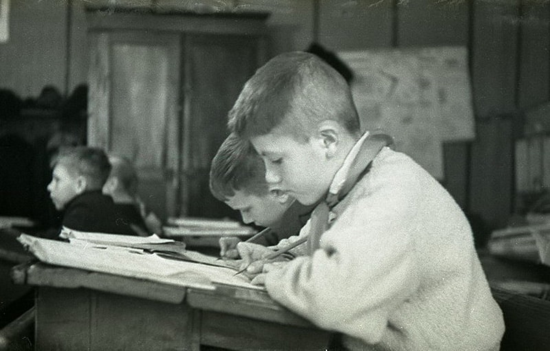 В СССР действовал запрет использования шариковой ручки на уроках до 70-х годов