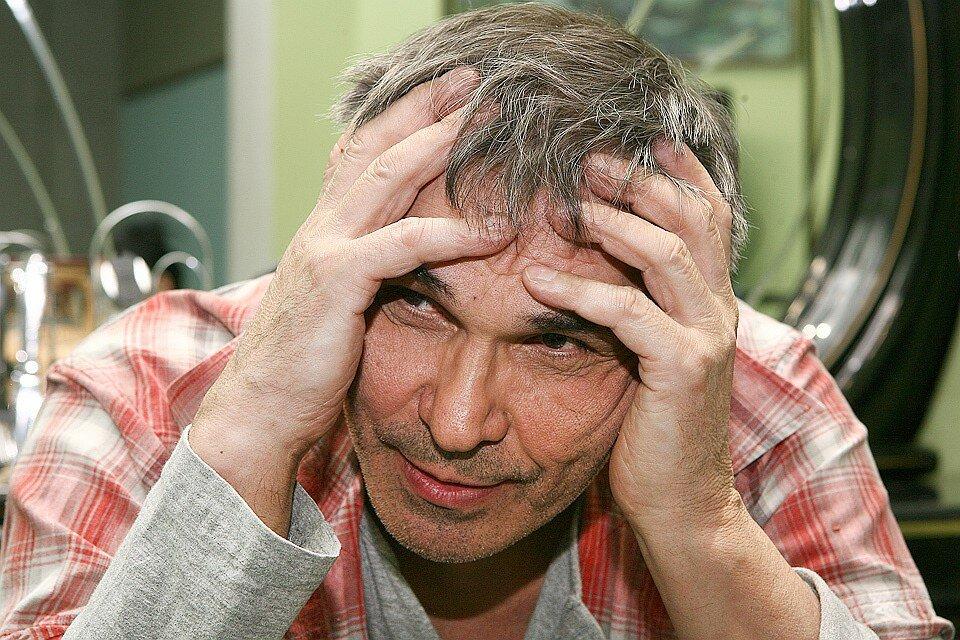 Сын продюсера Бари Алибасова утверждает, что отец находится в невменяемом состоянии
