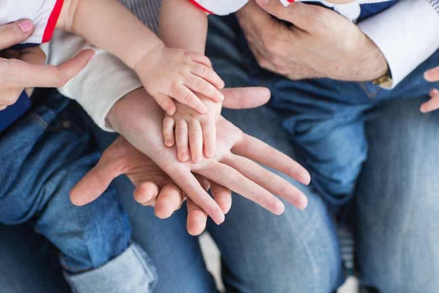 Российские семьи с детьми ждут помощи от государства и в августе 2020