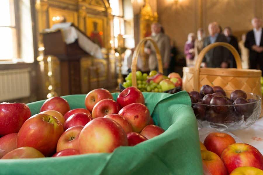 В Яблочный спас верующие готовятся освятить новый урожай яблок