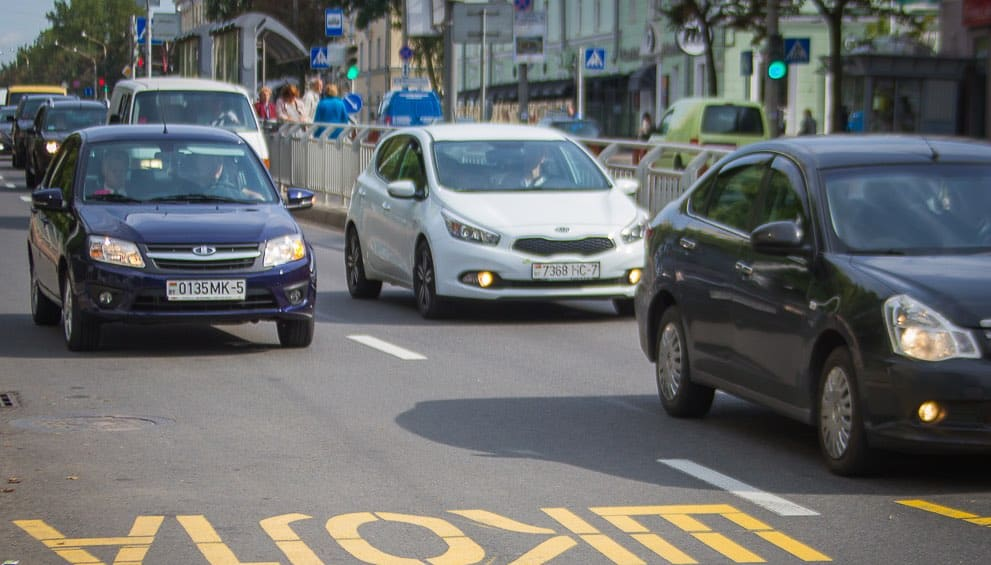 С 25 августа 2020 года в Беларуси все автомобили обязаны ездить с включенными ходовыми огнями