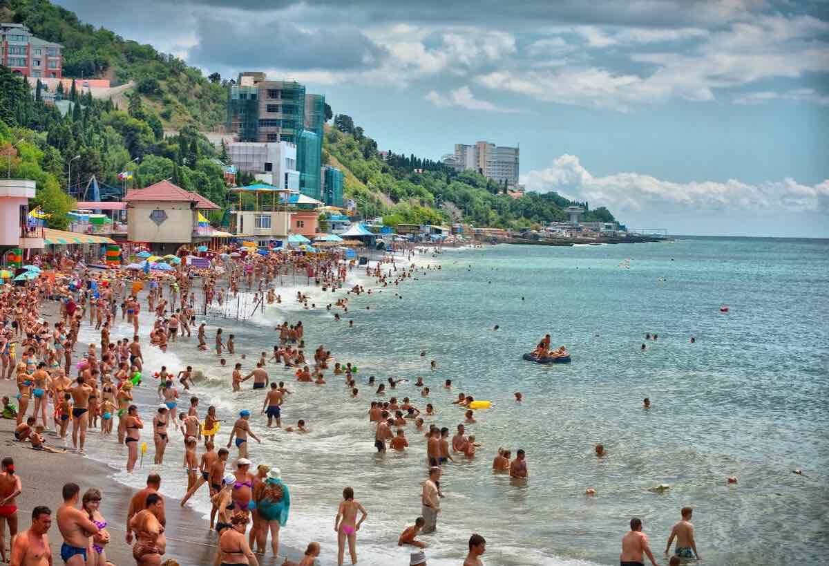 Россияне жалуются на подорожавший отдых в Крыму