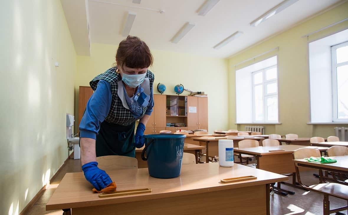 Информацию о переводе на удаленное обучение всех школ с 1 сентября, не подтвердили в Минпросвещения РФ