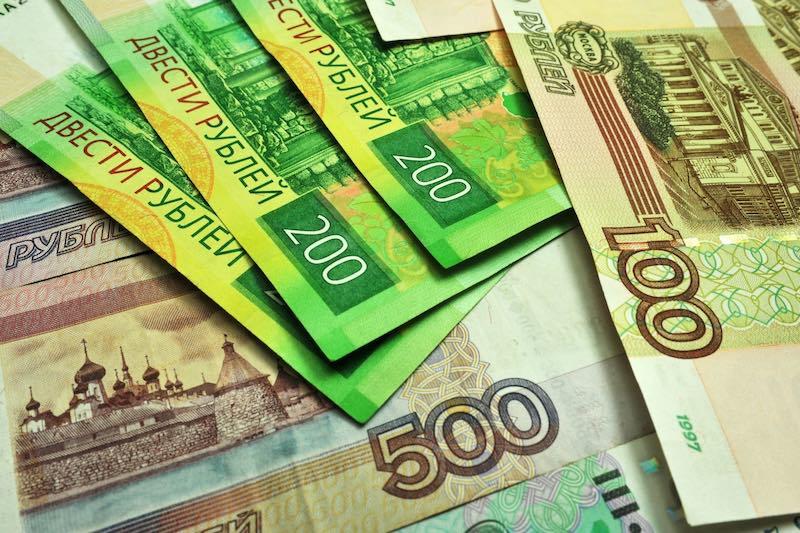 О возможной девальвации рубля заговорили эксперты