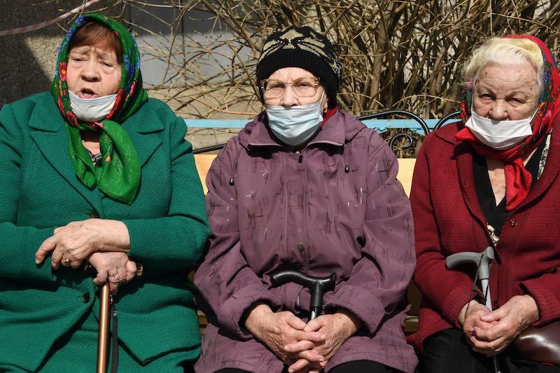 Смягчить условия досрочного выхода на пенсию в связи с пандемией, предложили в Минтруда
