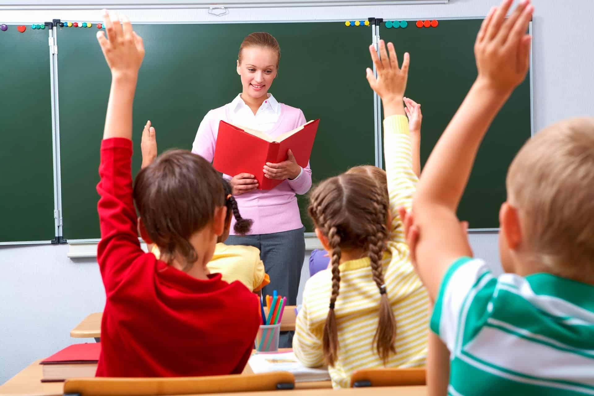 Родительские собрания и пробные посадки учеников в классах, пройдут в школах России перед началом учебного года