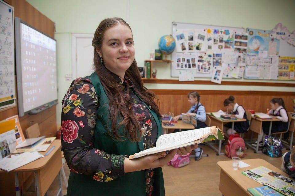 Российские учителя с нового учебного года будут получать измененные зарплаты