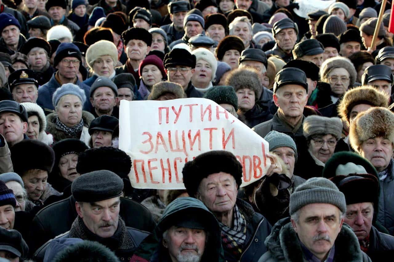 «Справедливая Россия» предложила думцам пересмотреть пенсионный возраст: откат пенсионной реформы?