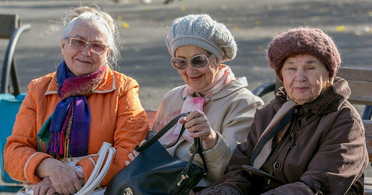 Пенсионеры получат единовременную доплату к пенсии к Дню пожилого человека