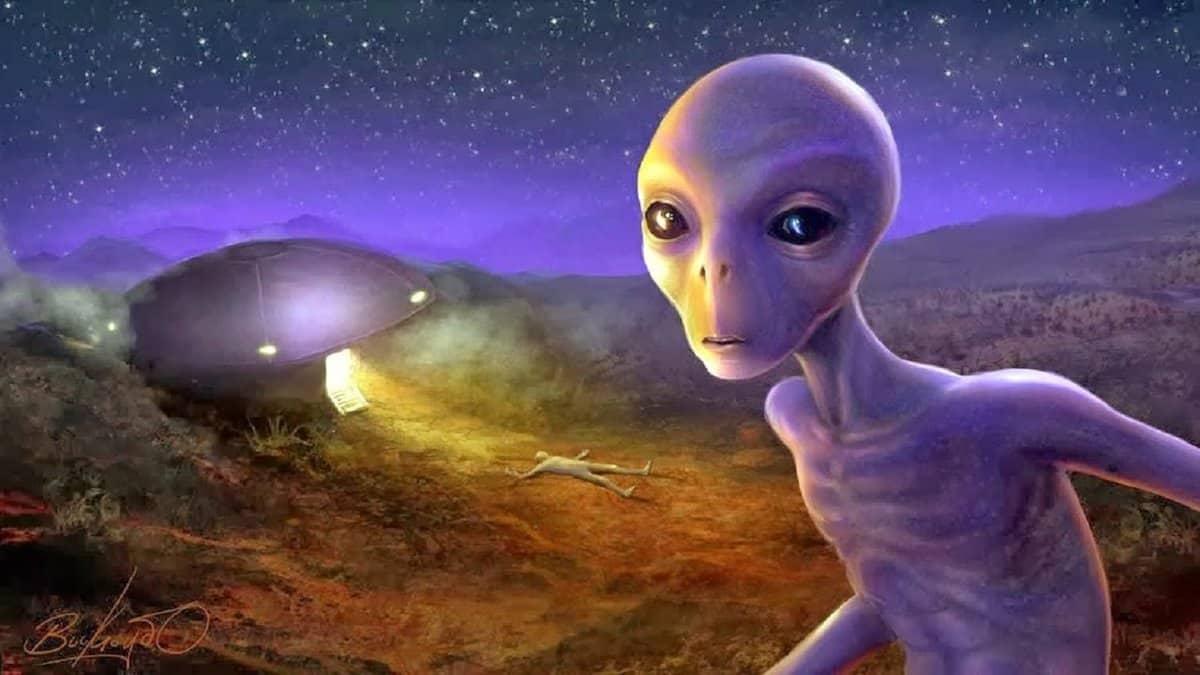 Уфологи считают что инопланетяне есть среди людей и влияют на эволюцию