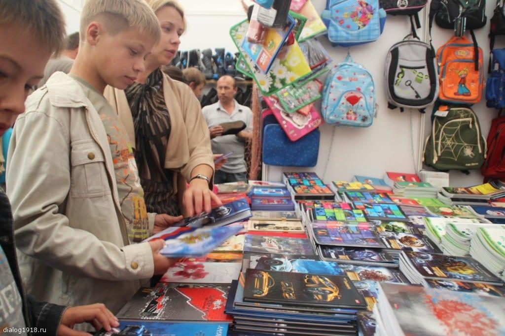 В Госдуме предложили ввести выплаты на сборы в школу для малоимущих семей