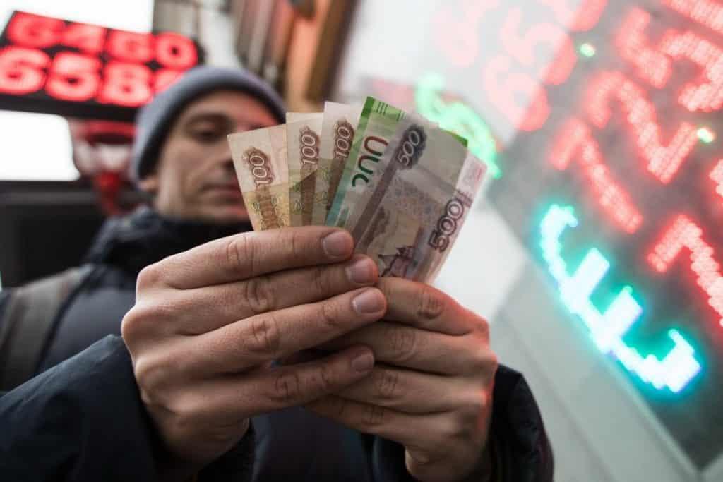 Евро может подняться выше 100 рублей, считают некоторые аналитики