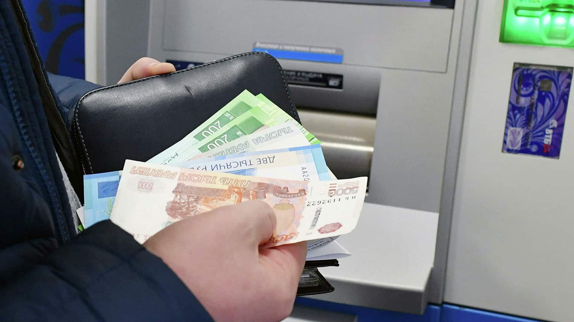 В России обсуждают введение почасовой оплаты труда