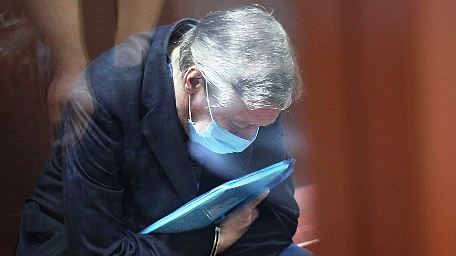 Михаила Ефремова осудили на восемь лет колонии