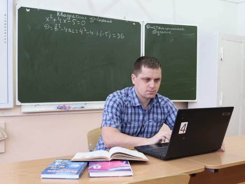 Всё больше школьников возвращаются на дистанционное обучение