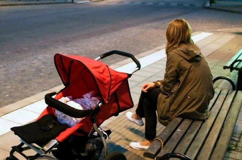 Выплаты по безработице семьям с детьми продлили на сентябрь