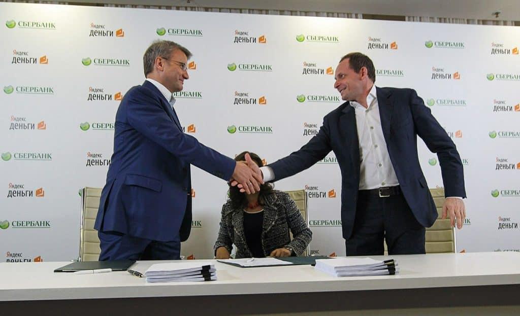 В Яндексе объявили о покупке банка Тинькофф