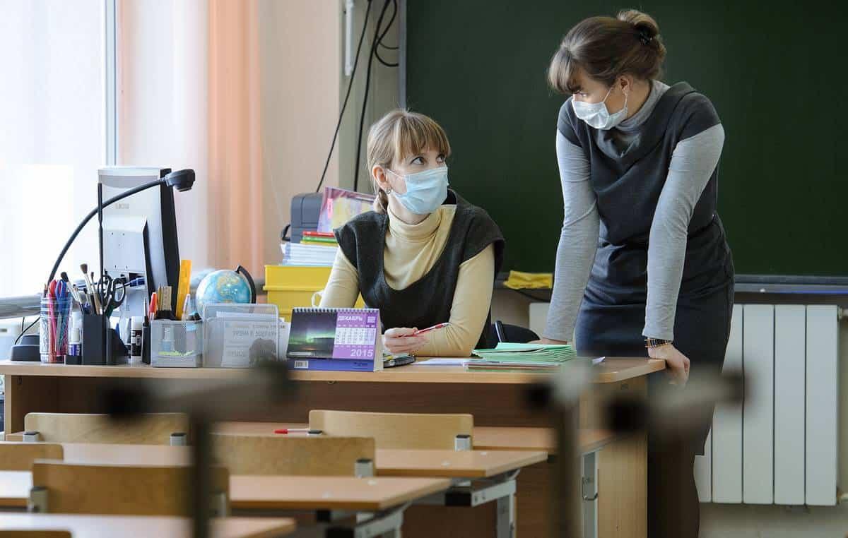 Ограничения, связанные с коронавирусом, негативно сказываются на обучении школьников, считают эксперты