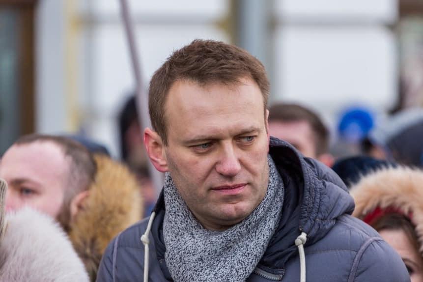 Навальный продолжает находиться в состоянии искусственной комы, сообщили немецкие медики