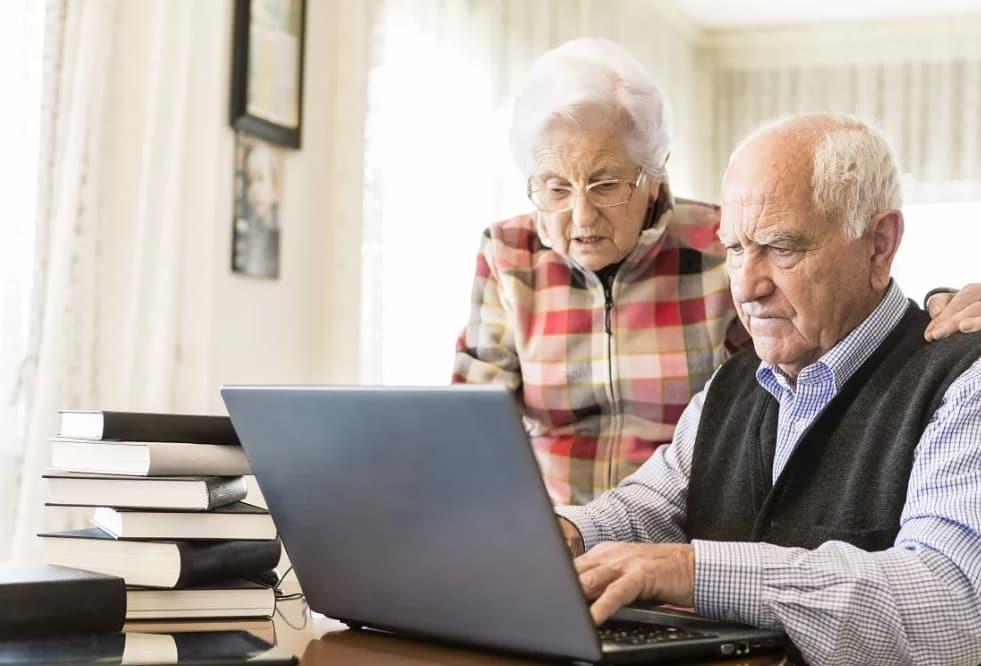 В 2021 году пенсионеры начнут получать новое электронное пенсионное удостоверение