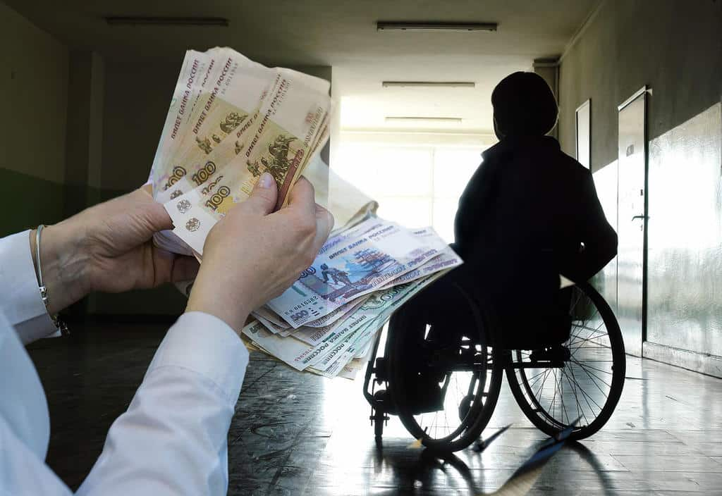 Опекунам несовершеннолетних и инвалидов с 1 января упростят получение дополнительных выплат и льгот