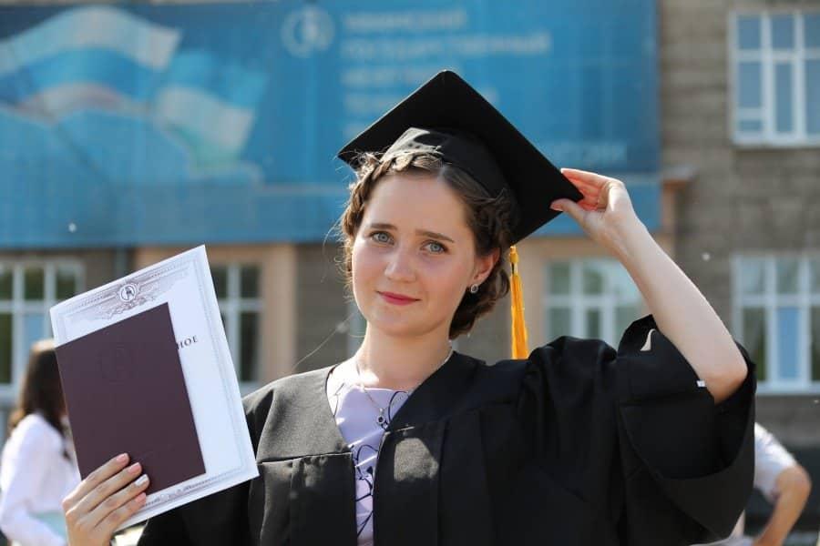Выплачивать выпускникам российских ВУЗов по 500 тыс рублей, предложили в Госдуме