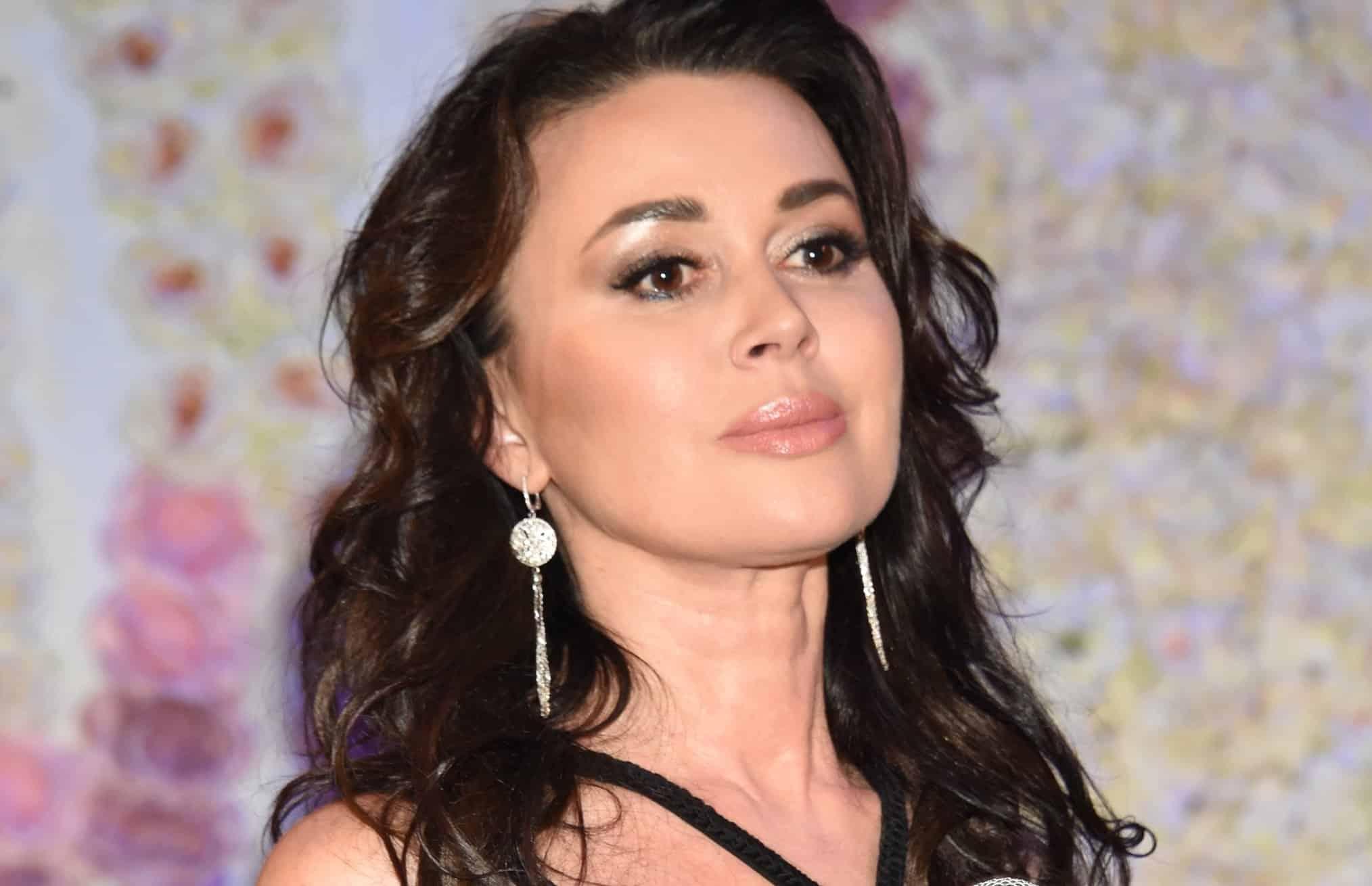 Дочь Анастасии Заворотнюк испугала поклонников актрисы траурным нарядом