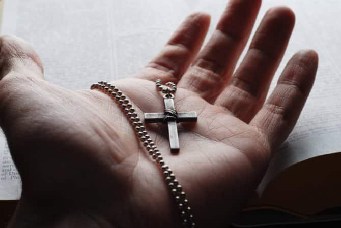 Утеря крестика: к чему это, что означает, плохо ли это