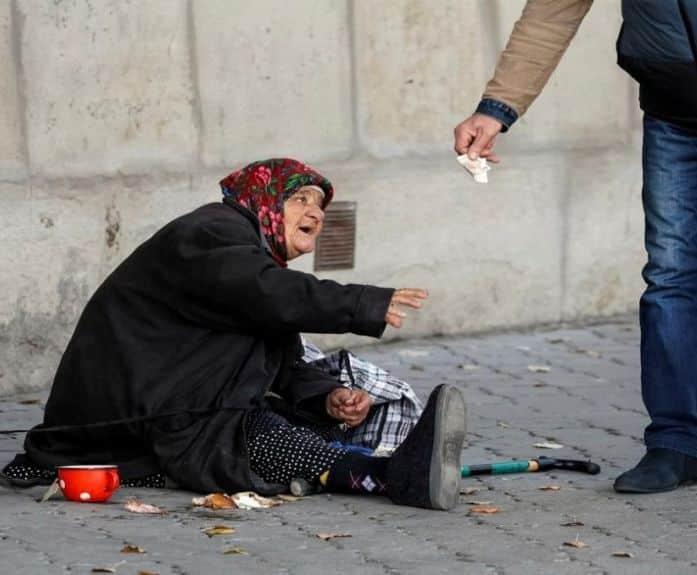 Названо число россиян, находящихся за чертой бедности